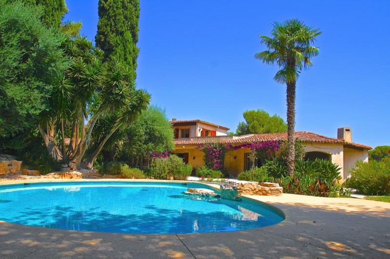 Vente biot sophia antipolis domaine s curis villa grand for Piscine sophia antipolis tarif